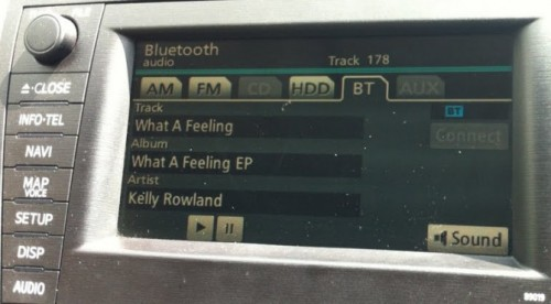 bluetoothiphone 500x276 iOS 5 Streams Track/Artist Information to Bluetooth Audio Devices