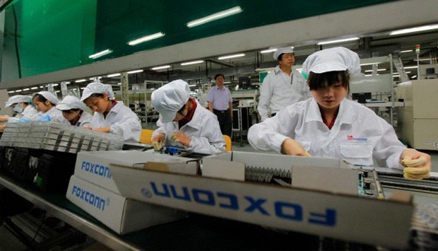 foxconn workers 2 Foxconn Plans to Spend $2.6 Billion on Dedicated Apple Display Plant in Taiwan
