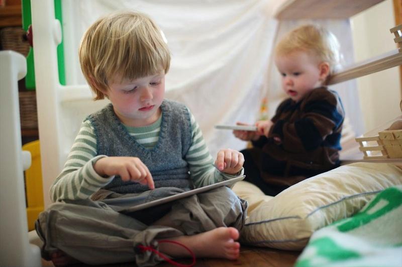 children_ipad_iphone