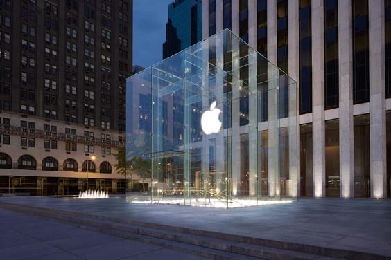 Applu byl udělen patent na vzhled ikonického Apple Storu na 5. Avenue