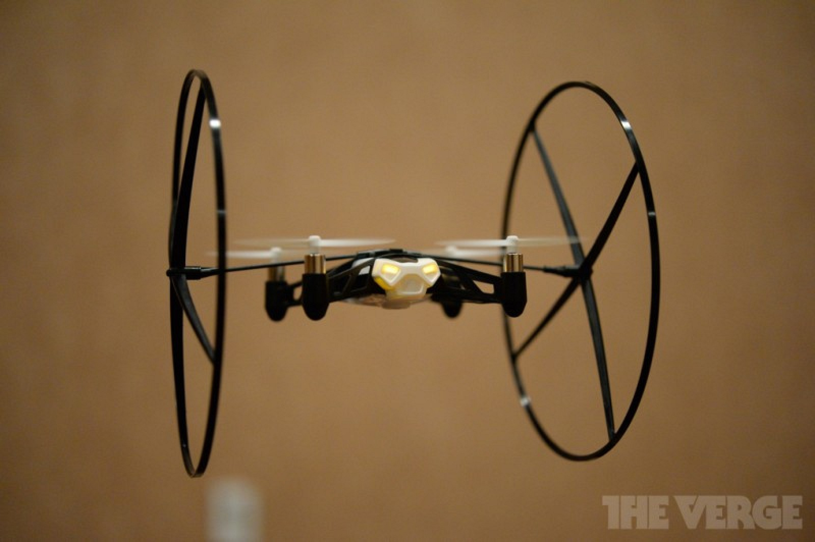 ces 2014 parrot unveils 39 minidrone 39 and 39 jumping sumo. Black Bedroom Furniture Sets. Home Design Ideas
