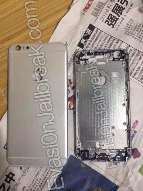 """Nové snímky ukazují zadní stranu 5,5"""" iPhonu 6 vedle menšího modelu"""