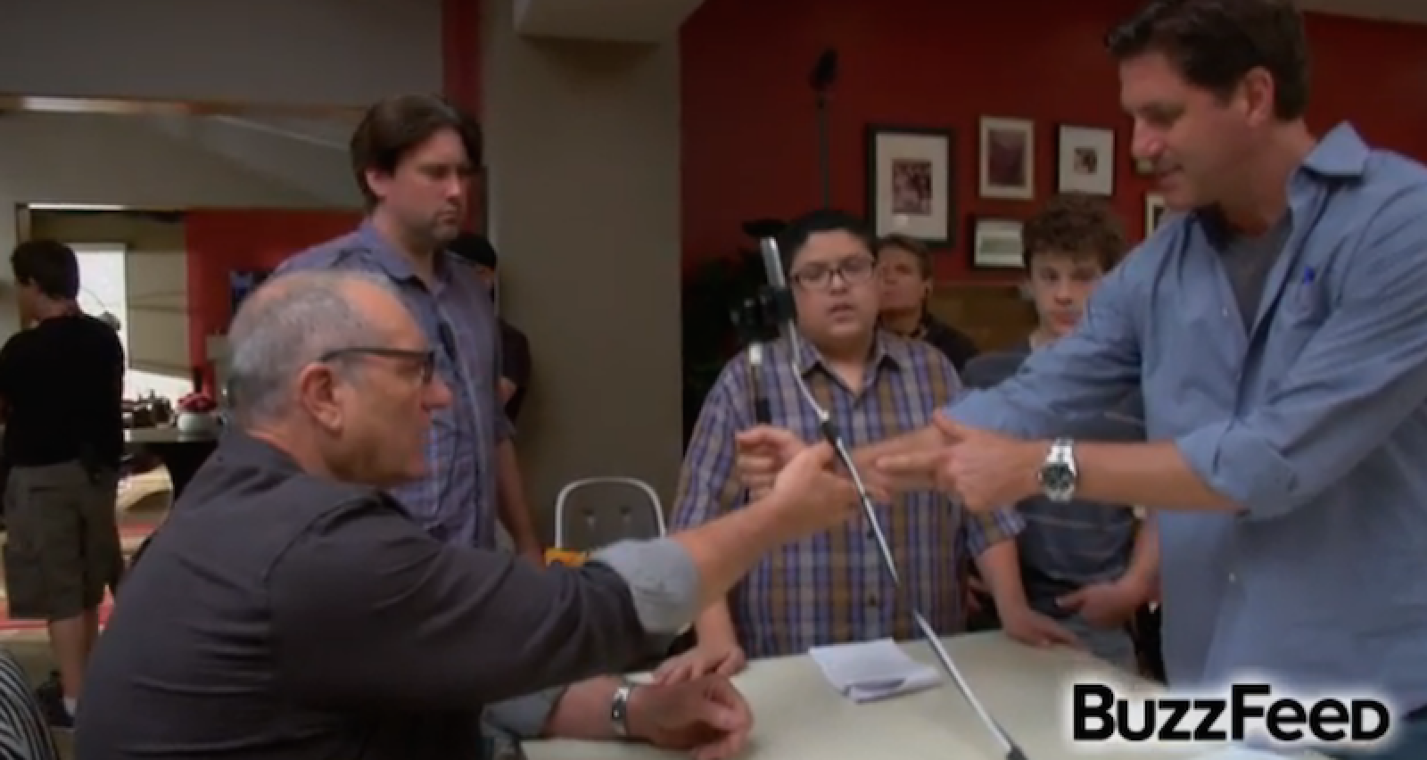 how upcoming modern family episode was entirely on iphone and cameras mac rumors