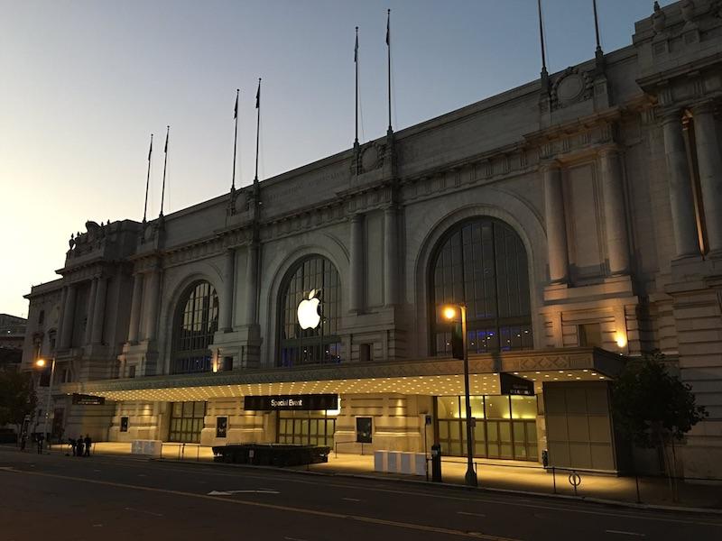 Představení iPhonů 7 a Apple Watch 2 začíná za pár minut