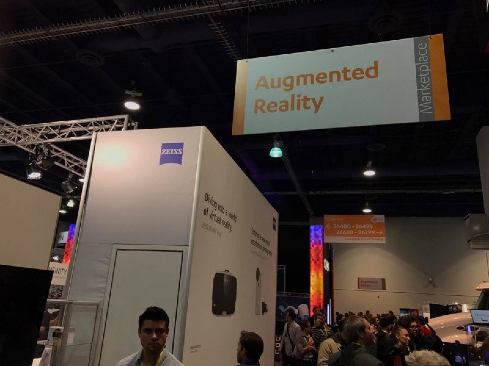 photo image Apple Allegedly Partnering With Carl Zeiss for Augmented Reality Glasses