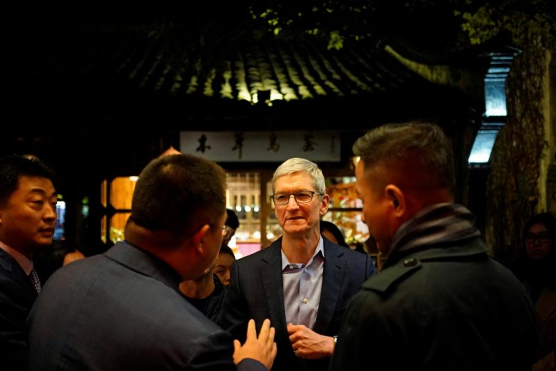 apple ceo tim cook hopes apps pulled from china s app store will one day return