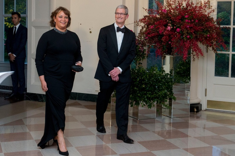 apple ceo tim cook attends state dinner at white house and will meet with trump on wednesday