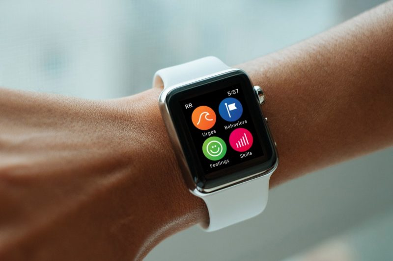 apple to donate 1 000 apple watches to eating disorder study