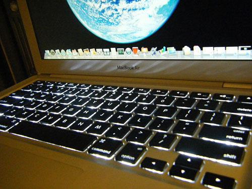 how to clean macbook keyboard 2017