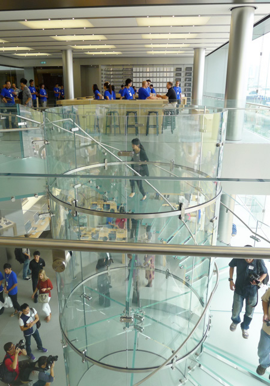Hong Kong IFC Mall Apple Store Opens to Large Crowds ...