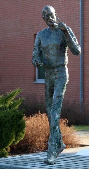Graphisoft Unveils Bronze Steve Jobs Statue At Budapest Hq