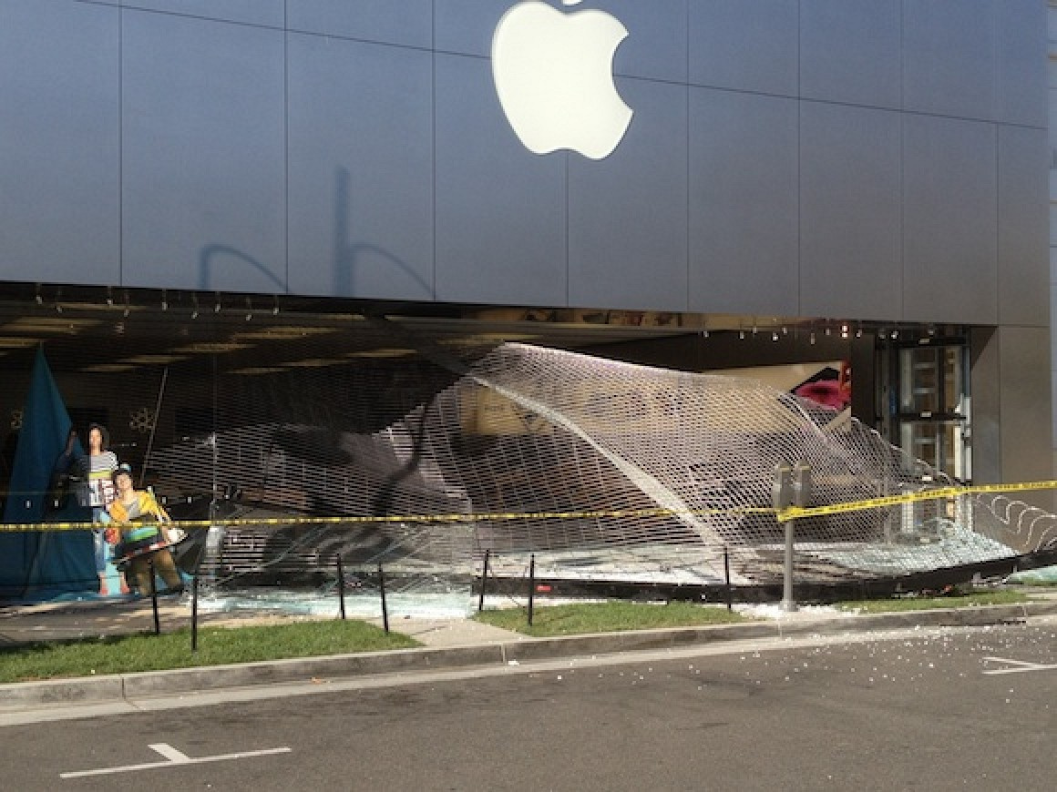 Used Macbook Pro >> Apple's Temecula Retail Store Reportedly Smashed by Car, Merchandise Stolen - Mac Rumors
