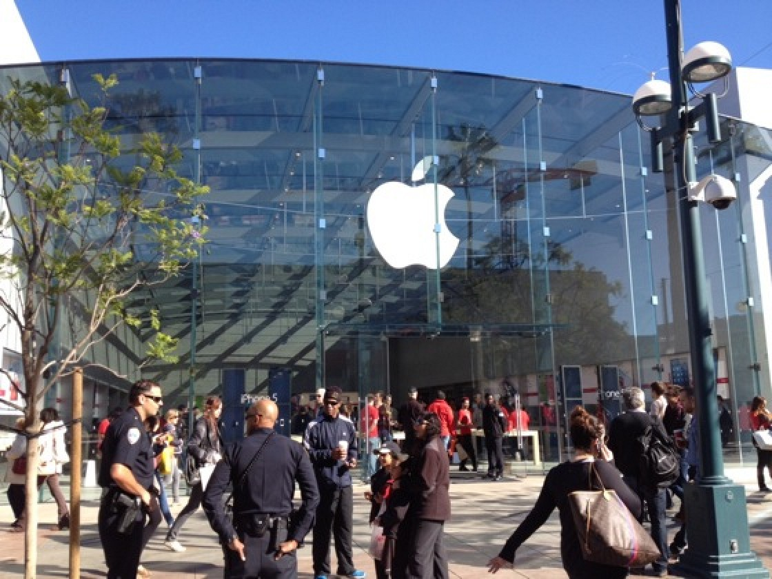 Third Street Promenade >> Redesigned And Expanded Third Street Promenade Apple Store Opens In