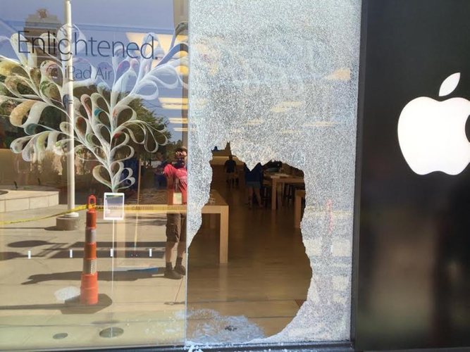 Thieves Target Durham North Carolina Apple Store In Smash And
