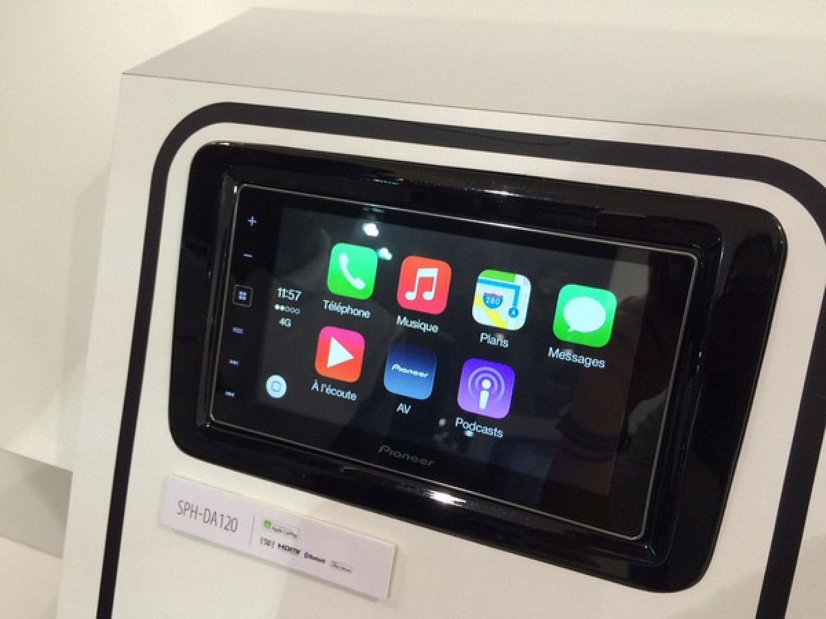 pioneer demos latest carplay enabled aftermarket receiver. Black Bedroom Furniture Sets. Home Design Ideas