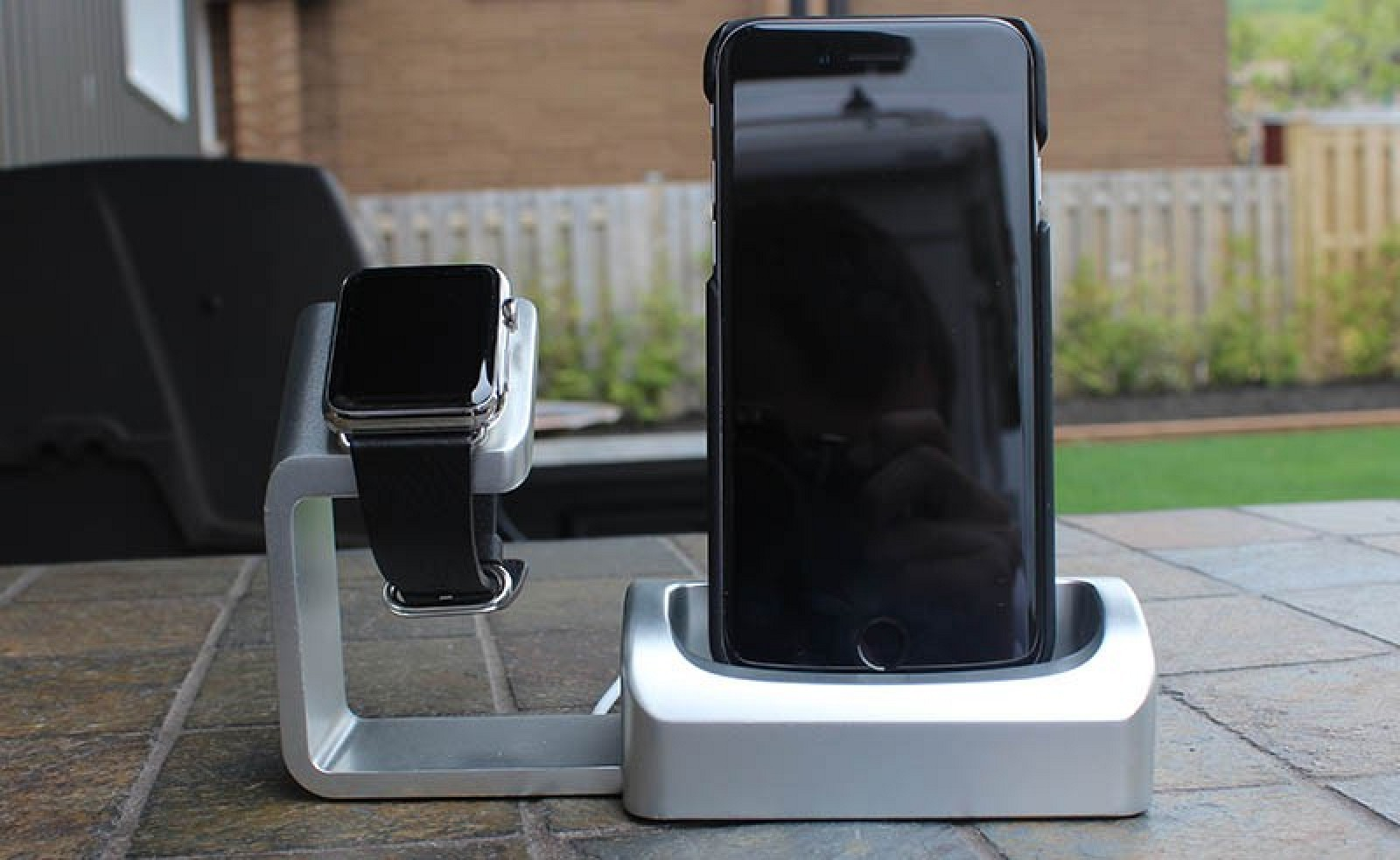 Duet Review A Premium Two In One Stand For Apple Watch