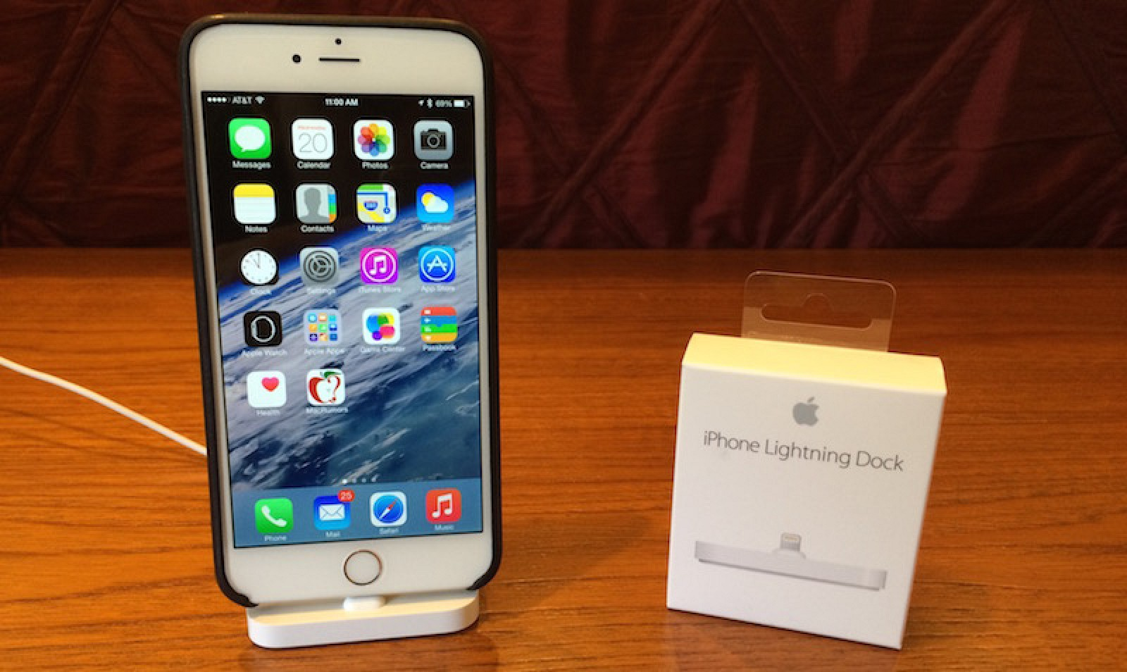 official photos 28350 75d06 Apple iPhone Lightning Dock Review: Simple Design With Broad ...