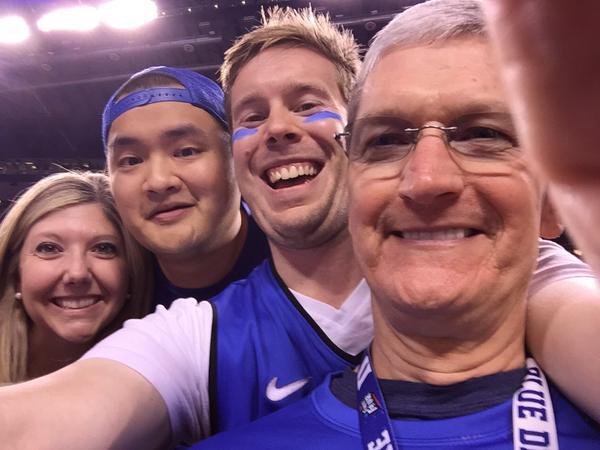 Tim Cook Duke Selfie
