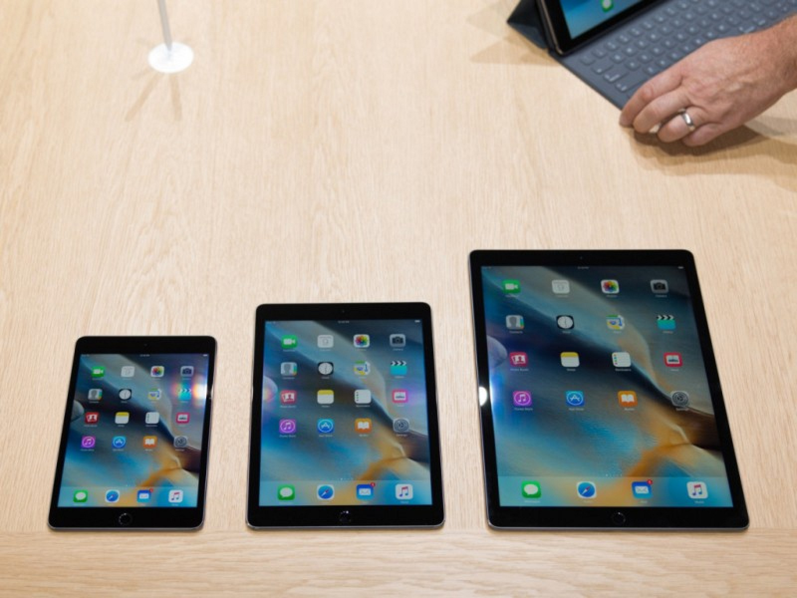 ipad pro first impressions surprisingly light but screen size may