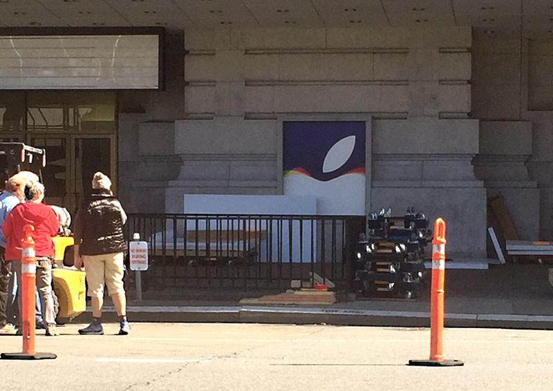 applelogobuilding