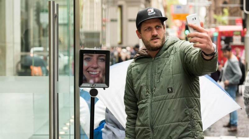 iPhone-6s-Sydney-Robot
