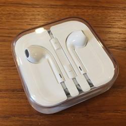 earpods_table