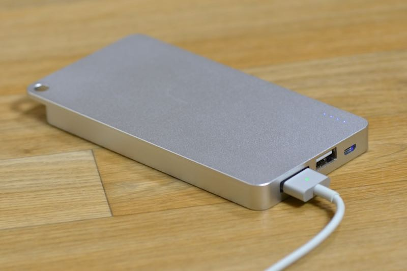 brand new 2d8ba c1ca4 Quarter iPhone Battery Pack Review - MacRumors