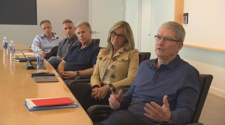 Apple-Exec-Meeting