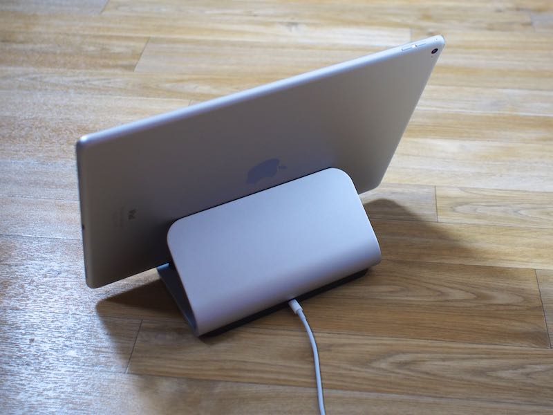 Logitech S Logi Base Stand Charges The Ipad Pro Using The Smart Connector Macrumors