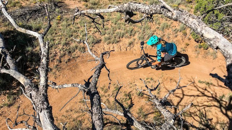 mountain_biker_iphone_7-h