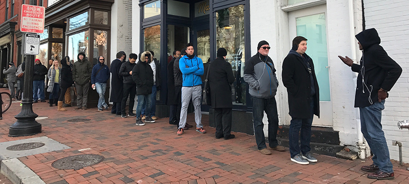 airpods-line-washington