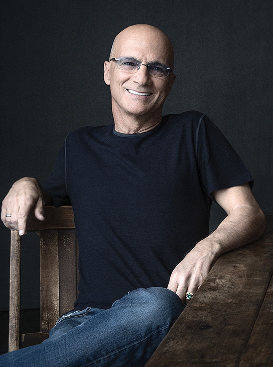 photo image Jimmy Iovine Says Apple Music Would Have '400 Million' Listeners If It Had a Free Version Like Spotify