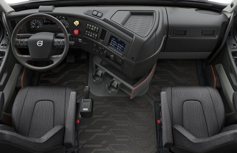 Volvo's New VNL Series Semi Trucks Include CarPlay Support