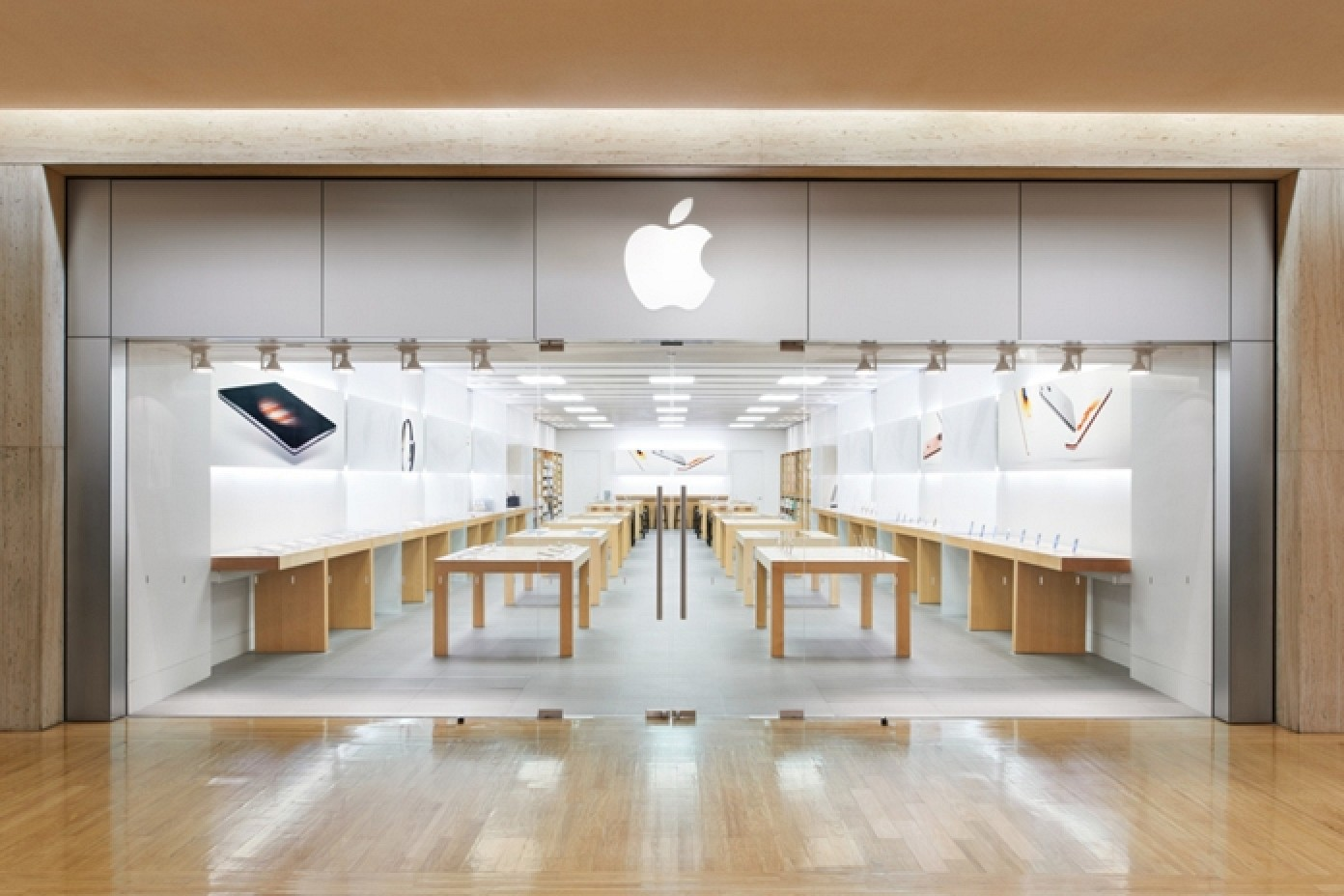 Apple store at northbrook court in chicago area moving for Office design northbrook il