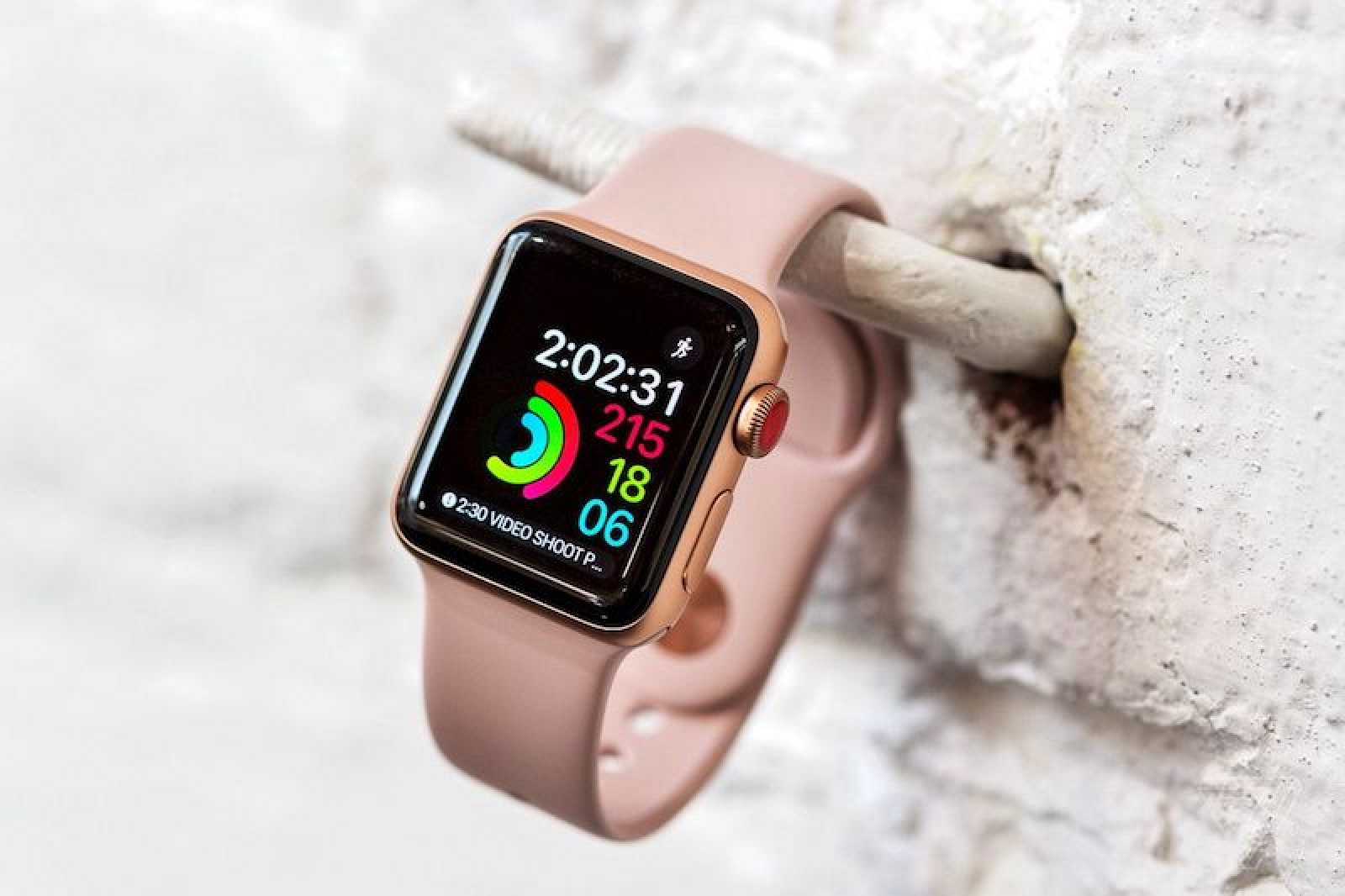 Apple Watch Series 3 Reviews: Freedom From iPhone Held ...