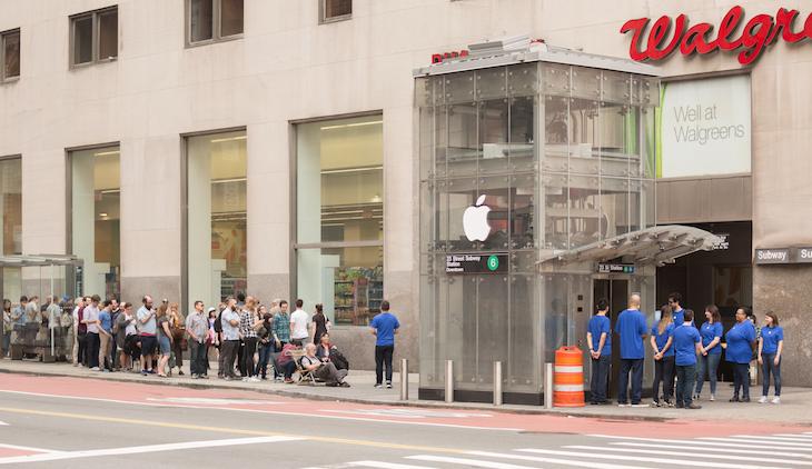 New York City Subway Entrance Turned Into Fake Apple Store