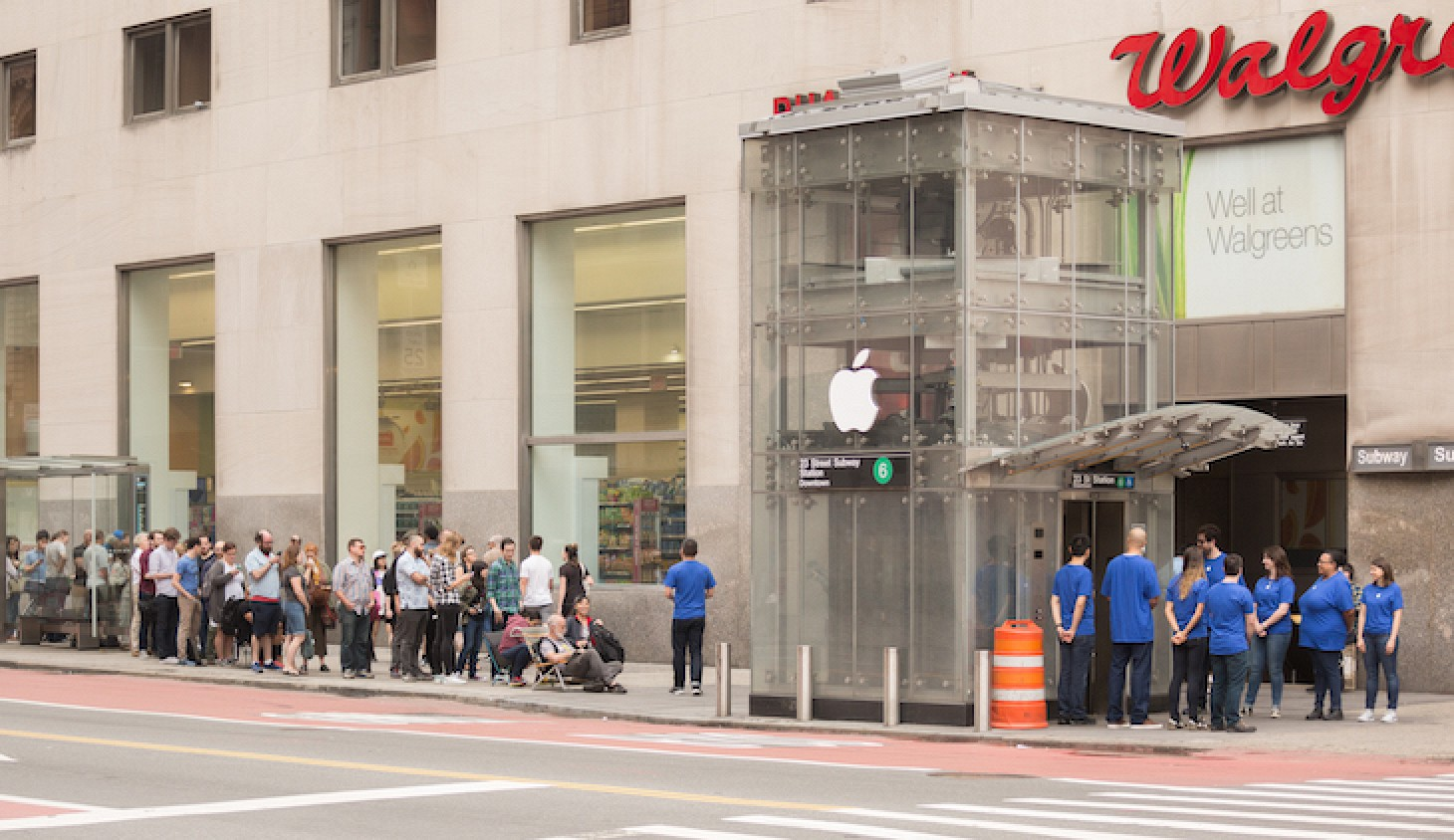 New York City Subway Entrance Turned Into Fake Apple Store ...