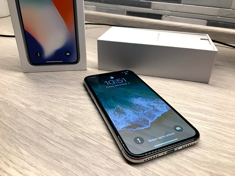 Early Adopters Unbox iPhone X and Share Overwhelmingly