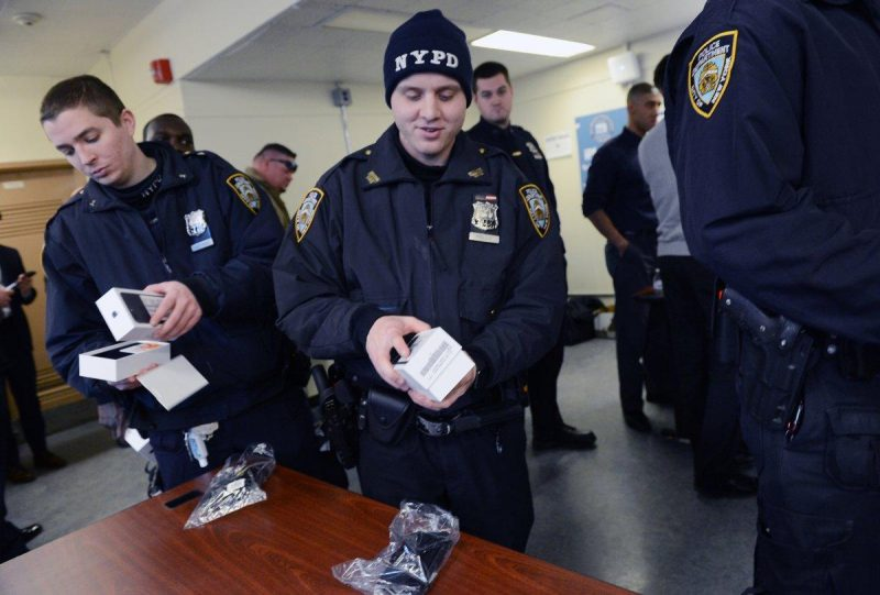 nypd rolls out iphone 7 and 7 plus handsets to manhattan