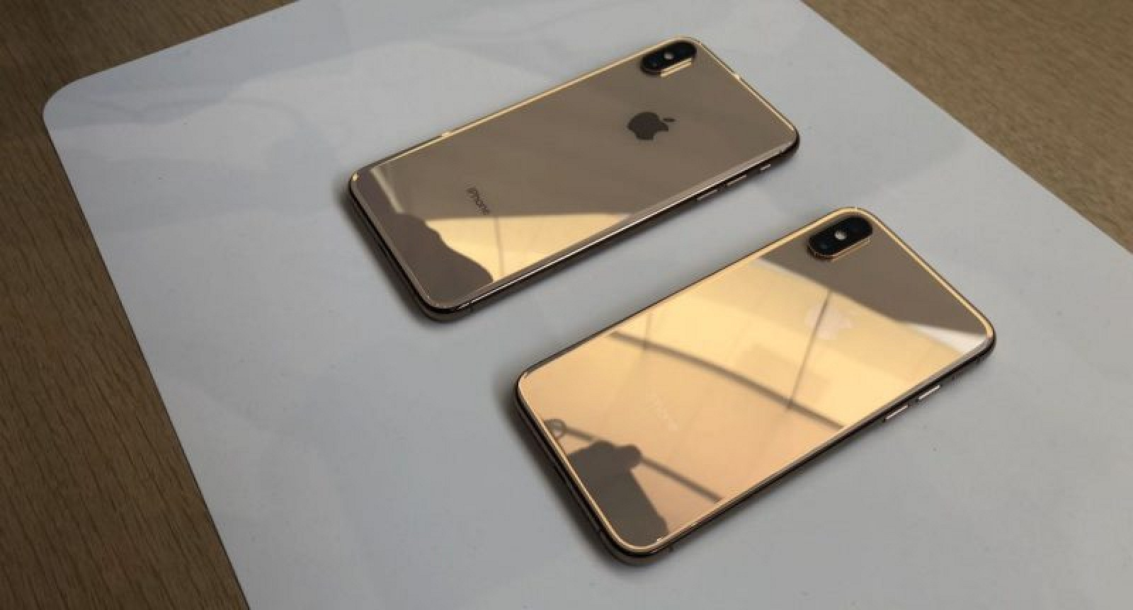 iphone xs and xs max reviews not dramatically better than iphone x consider waiting for iphone. Black Bedroom Furniture Sets. Home Design Ideas