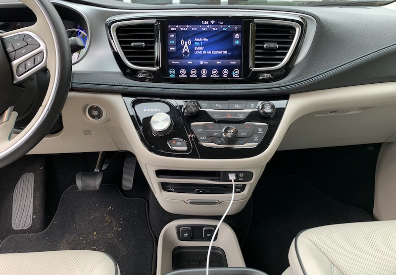 2018 Chrysler Pacifica Hybrid Uconnect And Carplay Review