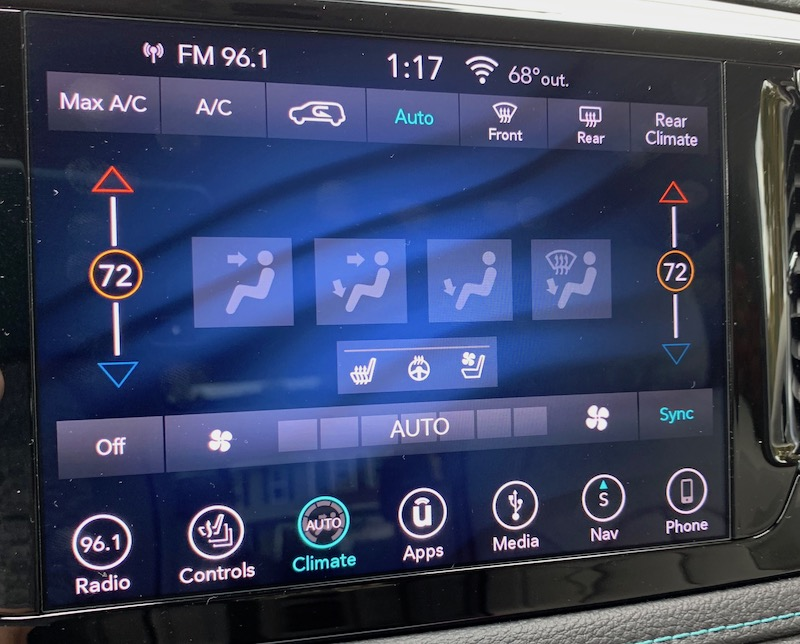 2018 Chrysler Pacifica Hybrid – Uconnect and CarPlay Review
