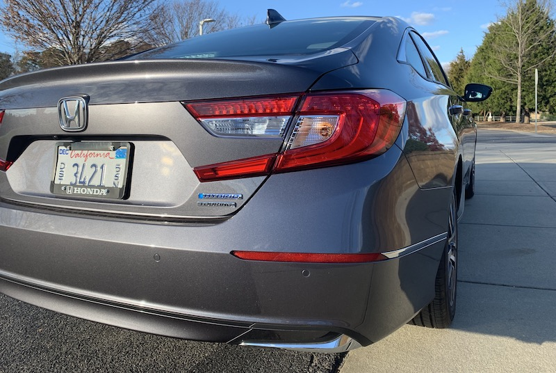 Review: 2018 Accord Hybrid Offers Honda's Quality Display