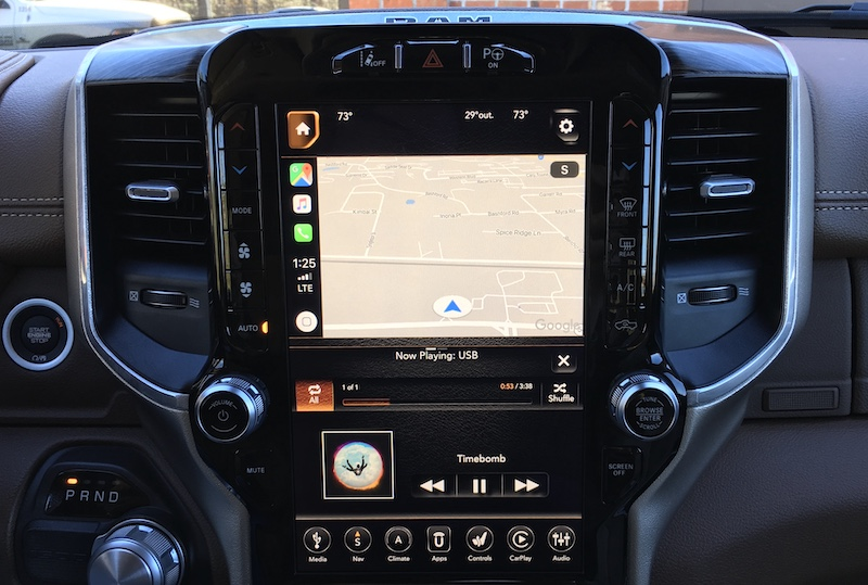Both Uconnect And Carplay Can Of Course Also Be Controlled Via Voice Using A On The Steering Wheel With Short Press Bringing Up