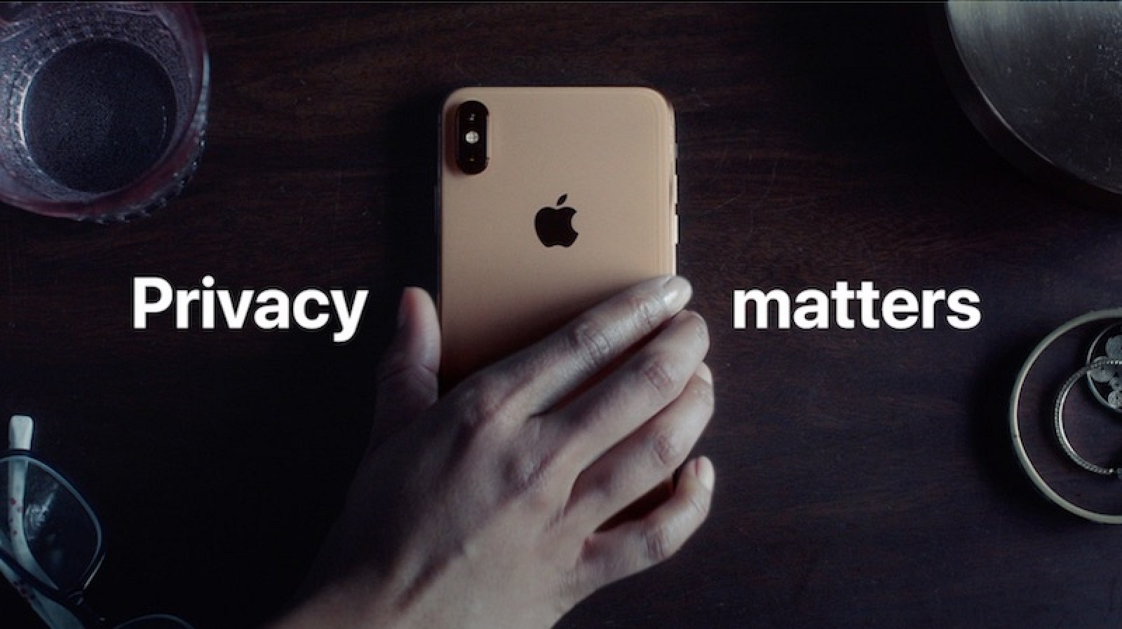 photo of Apple Says 'Privacy Matters' in Humorous New iPhone Ad image