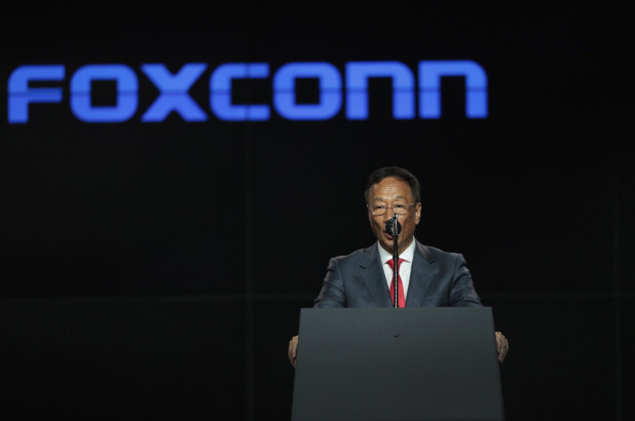 photo of Foxconn CEO Terry Gou Plans to Step Back, Confirms iPhone Production Will Begin in India image
