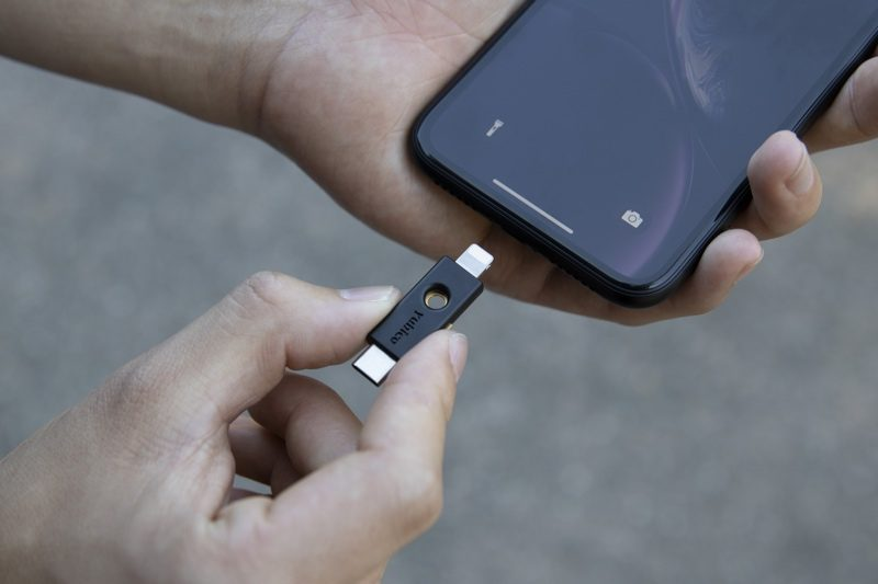 Safari Supports NFC, USB, and Lightning FIDO2-Compliant Security Keys in iOS 13.3
