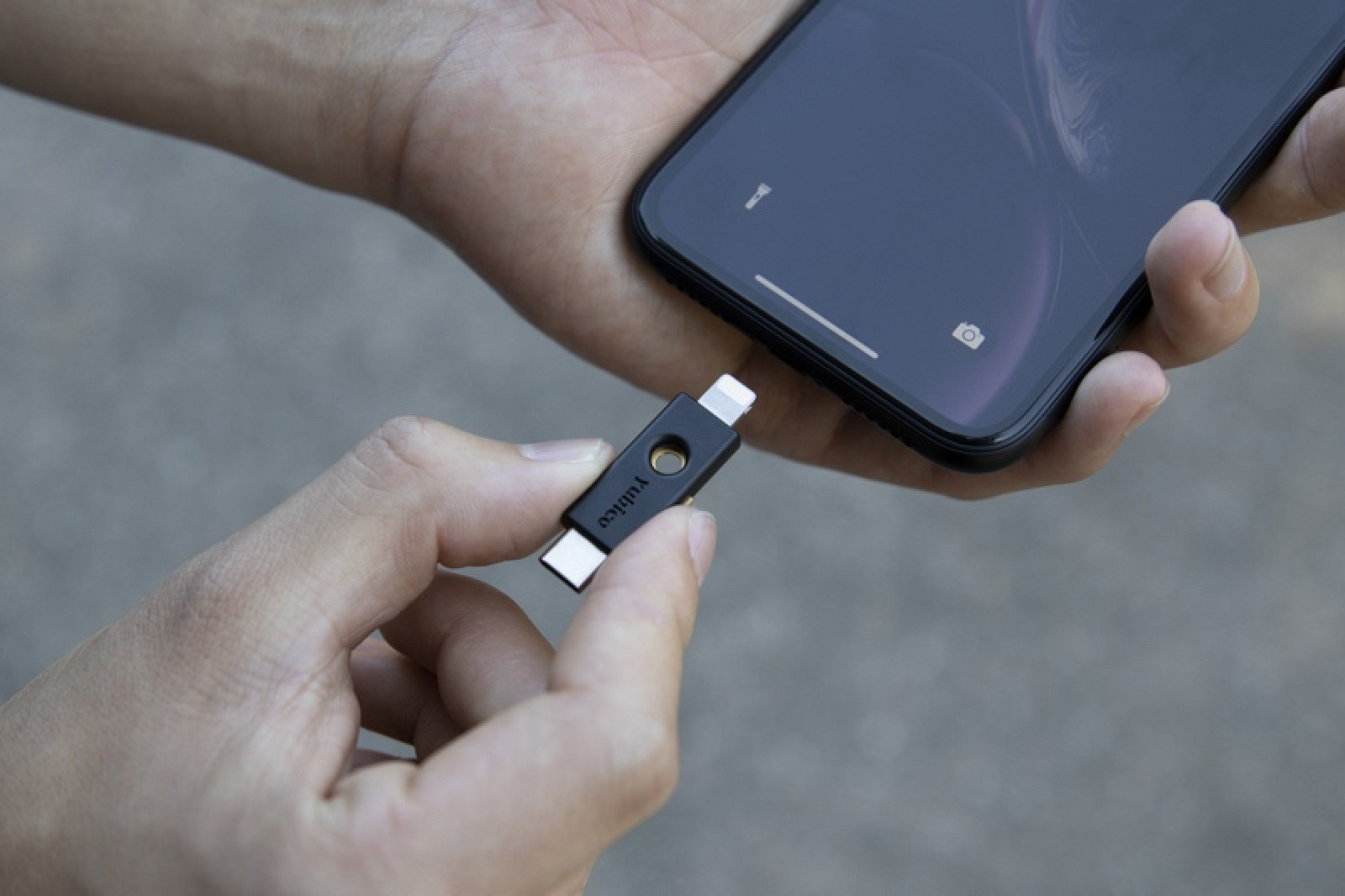 photo of Safari Supports NFC, USB, and Lightning FIDO2-Compliant Security Keys in iOS 13.3 image
