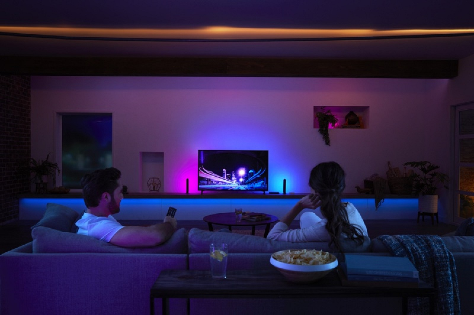 New Philips Hue Play HDMI Sync Box Lets You Sync Your ...