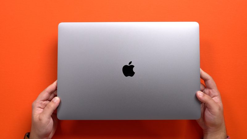 MacBook Pro 16-inch, 2019, released to stores and shipping